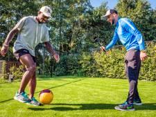 Voetbalvlogger Mounir uit Helmond op bezoek bij Ruben Schaken