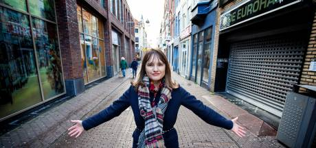 'Bondgirl' Linda Vermeulen vecht voor waardig werk in de winkelstraat