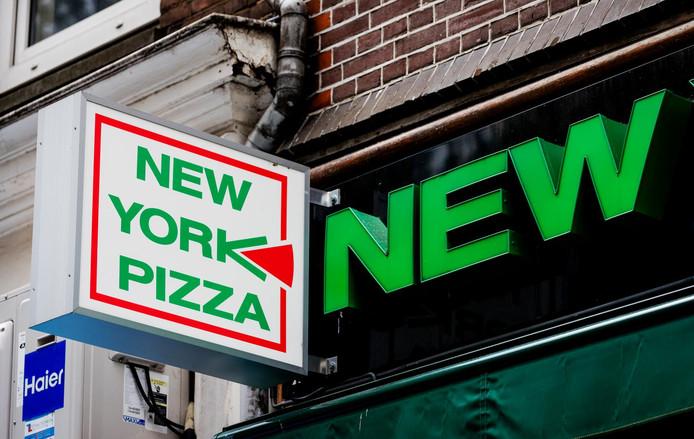 Volgens NY-Pizza zijn ze een winkel en geen horeca, onder meer omdat er geen tafels en stoelen staan en er geen gelegenheid is om ter plekke pizza's te nuttigen.