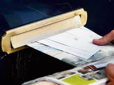Postbode krijgt knietje en wordt bestolen