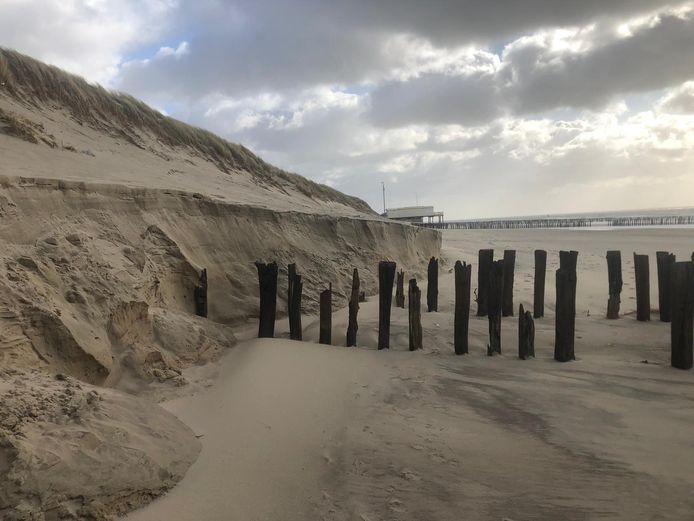Een van de problemen die de Veerse politiek moet aanpakken is het afkalvende strand bij Westkapelle.
