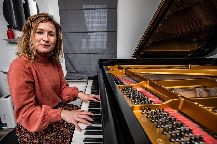 Melissa Siemonsma van de Vertellende Piano maakt voorstellingen om jonge kinderen kennis te laten maken met klassieke muziek.