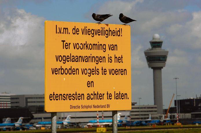 Waarschuwingsbord bij Schiphol.