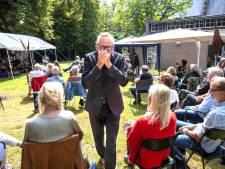 Luisteren en loungen in tuin De Wieger