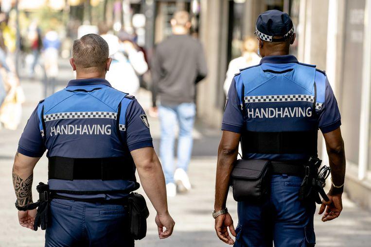 In het eerste weekend van de gedeeltelijke lockdown zijn volgens de politie al 435 boetes uitgeschreven Beeld ANP