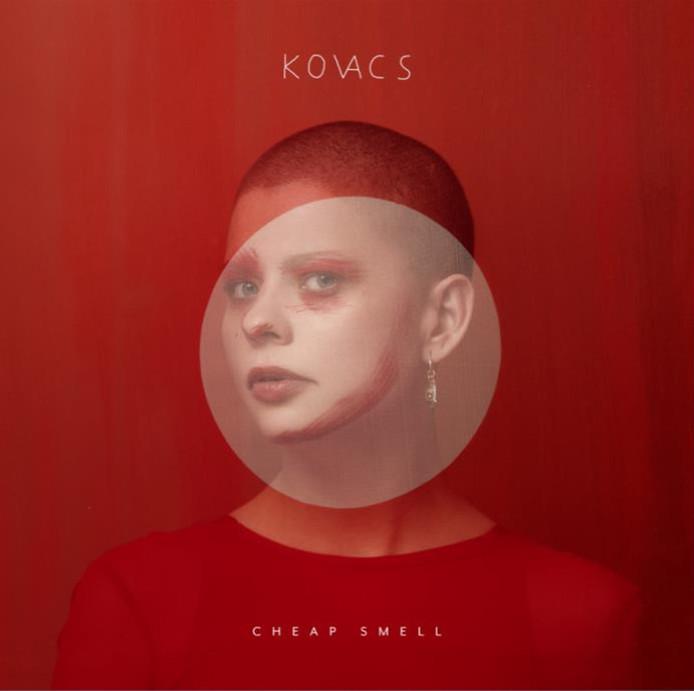 De hoes van Cheap Smell, het nieuwe album van Sharon Kovacs dat vrijdag uitkomt.