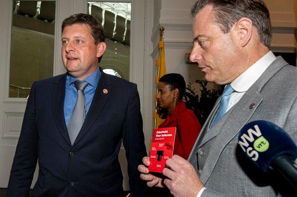 John Crombez droeg een stropdas toen hij bij Bart De Wever op bezoek ging.