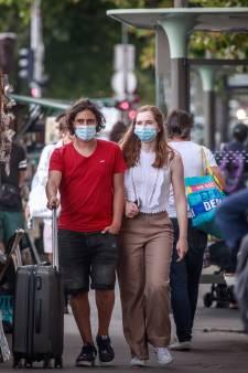 LIVE | Veertien mensen besmet na feest Dokkum, mondkapjesplicht in drukke zones Parijs