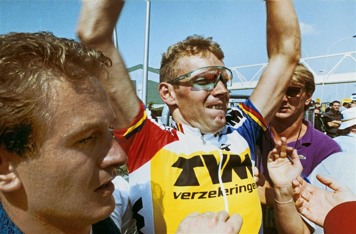 Rob Harmeling viert zijn etappewinst in Bordeaux (1992).