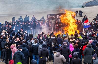 Knallende 'crematie' van traditie