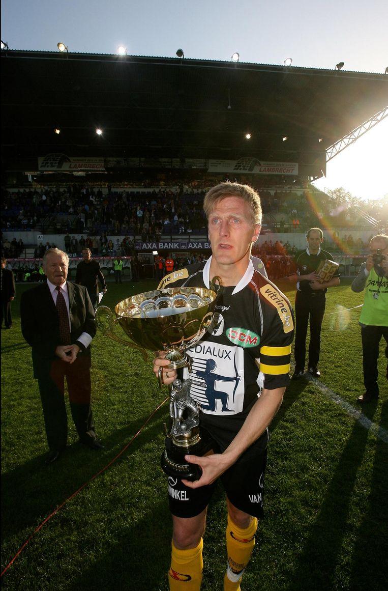 Kristinsson nam in 2007 met de tranen in de ogen afscheid van Lokeren