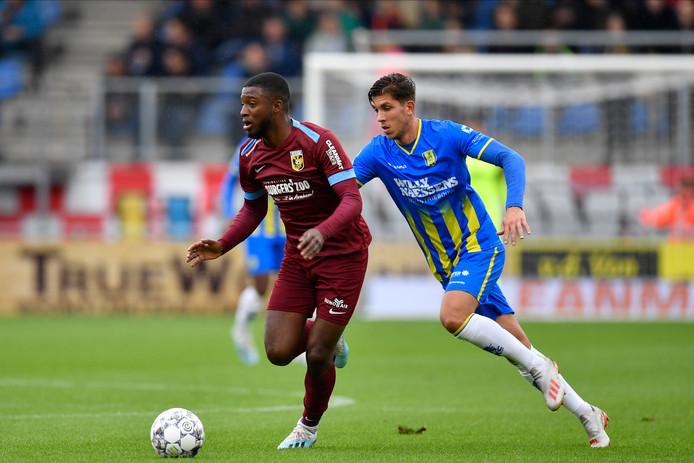 Stijn Spierings in het duel met Vitesse.
