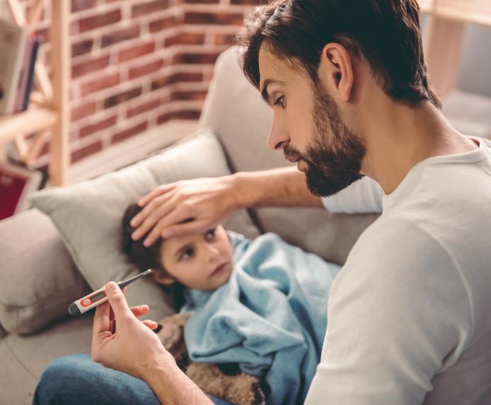 Vaders nemen minder vaak dan moeders vrij voor een ziek kind.