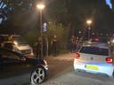 Tegen 22.00 uur verschenen veel agenten bij het Vroesenpark.