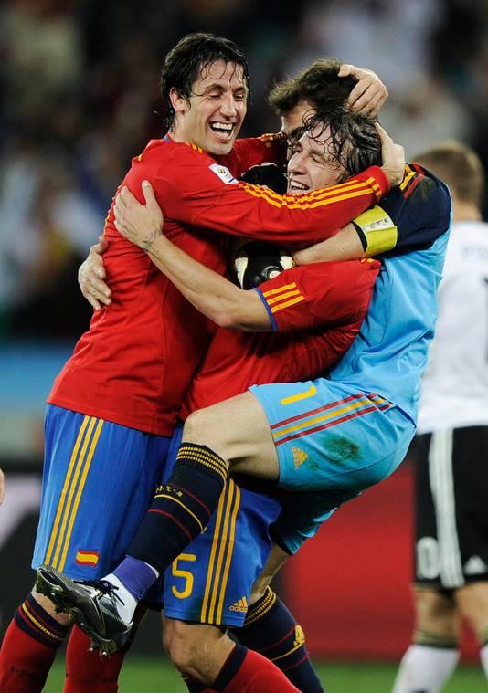 Joan Capdevila en Carles Puyol vieren feest.