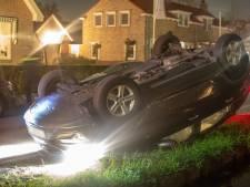 Auto slaat over de kop in Wilnis