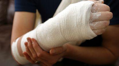 Massaal veel valpartijen door spiegelgladde wegen in Westhoek: 40 mensen met breuken verzorgd in ziekenhuis van Veurne