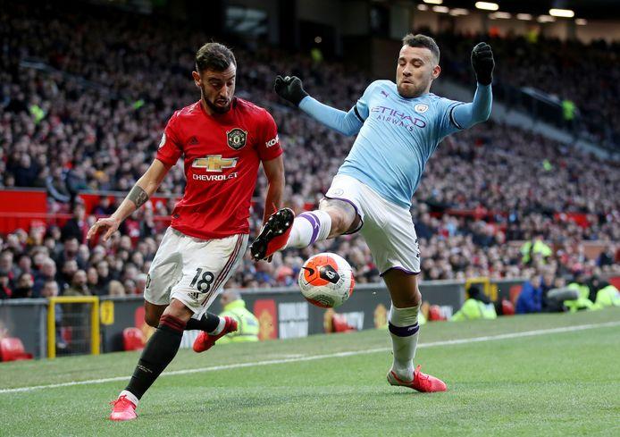 Otamendi in duel met Uniteds Bruno Fernandes.