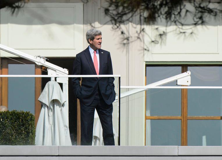 Kerry vandaag in Lausanne tijdens een pauze in het nucleaire overleg met Iran. 'Uiteindelijk moeten we onderhandelen', zei hij zondag over het conflict in Syrië. Beeld AP