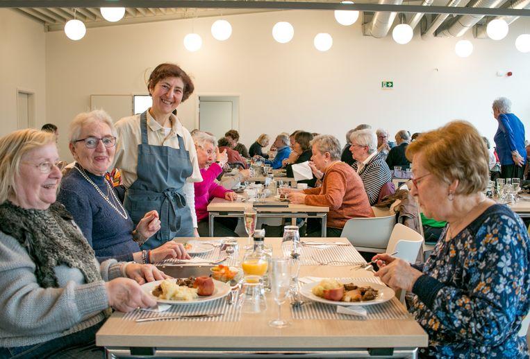 Het nieuwe sociaal restaurant De Variant is geopend in de Lamstraat.