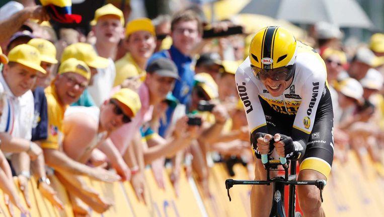 Robert Gesink van de LottoNL-Jumbo ploeg komt over de finish tijdens de openingsrit van de Tour de France, een tijdrit over 13,8 kilometer. Beeld anp