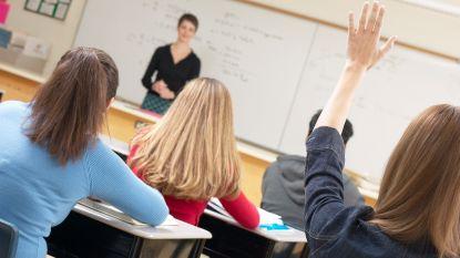 """OESO: """"Leraren moeten meer uren doen en voor grotere klassen staan"""""""