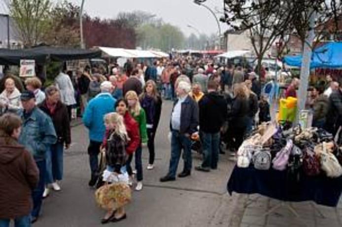 Jaarmarkt De Heugte op de Oranjesingel in 2004.
