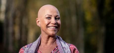 Jessica was 34 toen ze kaal werd: 'In de kroeg deed ik mijn pruik af, nou, dat trok bekijks!'