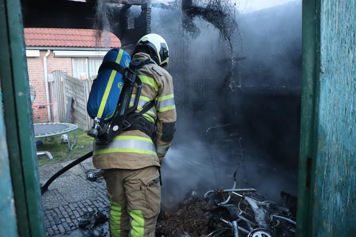 Aan de Ruurd Visserstraat in Achterveld woedde zaterdagmiddag een brand in een schuurtje.