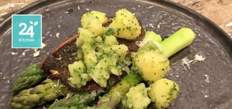 Scholfilet met groene asperges en parmezaan