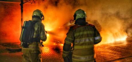 Felle brand in Zeist: auto moet als verloren worden beschouwd