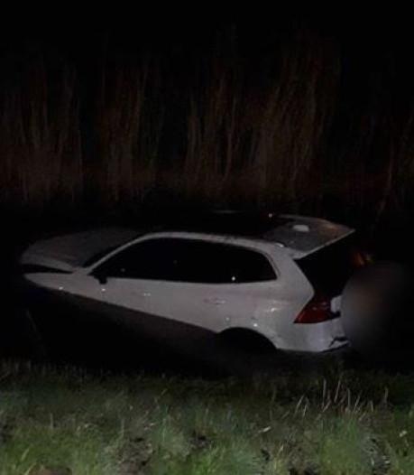 Man maakt 'inschattingsfout door vermoeidheid' en belandt met auto in het water in Den Bosch