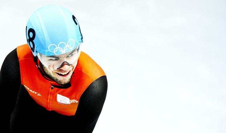 Sjinkie Knegt na zijn plaatsing voor de kwartfinales in de 500 meter shorttrack. Beeld null
