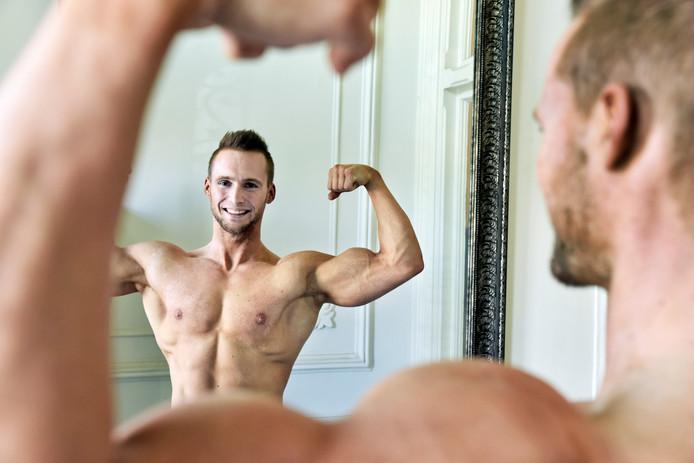 Bram Scholten uit Millingen is Nederlands kampioen bodybuilding.