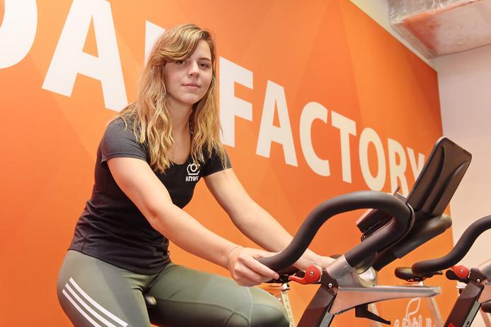 Ruby Huisman kan twee maanden na haar zware val in Frankrijk toch starten bij het WK.