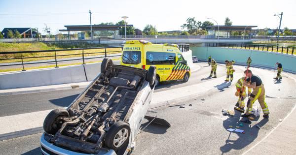 Automobilist gewond na ongeval in tunnel bij station Zwolle Stadshagen.