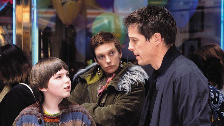Nicholas Hoult (links), Toni Collette en Hugh Grant in 'About a Boy' (Chris en Paul Weitz, 2002). Beeld