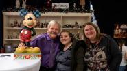 Fans schuiven rijen dik aan om Disneykunstenaar Jim Shore te ontmoeten