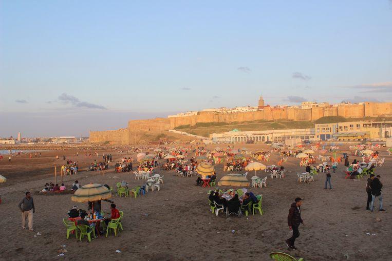 Na Zonsondergang Stromen De Stranden Van Rabat Vol Trouw