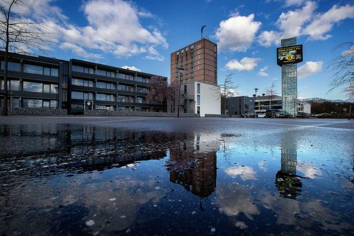 Een uitgestorven parkeerterrein bij Hotel Eindhoven (archieffoto).
