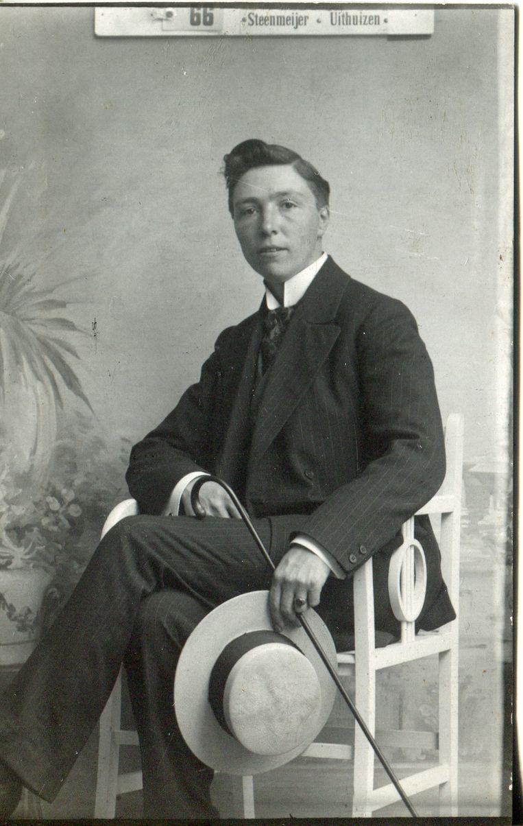 Op een portretfoto toonde Frederik Jeltsema zich met opgeheven kin aan de wereld.  Beeld