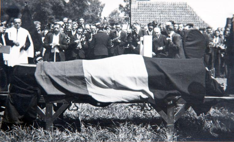 Na de oorlog werd het stoffelijk overschot van de oorlogsheld naar Nederename overgebracht. Op zondag 11 november 1945 vond daar onder massale belangstelling de begrafenisplechtigheid plaats