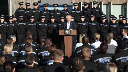 """Het zit Johnson ook buiten Londen niet mee: premier onder vuur nadat hij bezoek aan politie """"misbruikt voor politieke campagne"""""""
