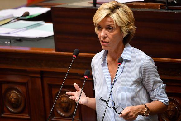 Liberaal Kamerlid Carina Van Cauter vindt dat Geens onverantwoorde risico's neemt.