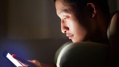 Waarom het blauw licht van je smartphone tot blindheid kan leiden