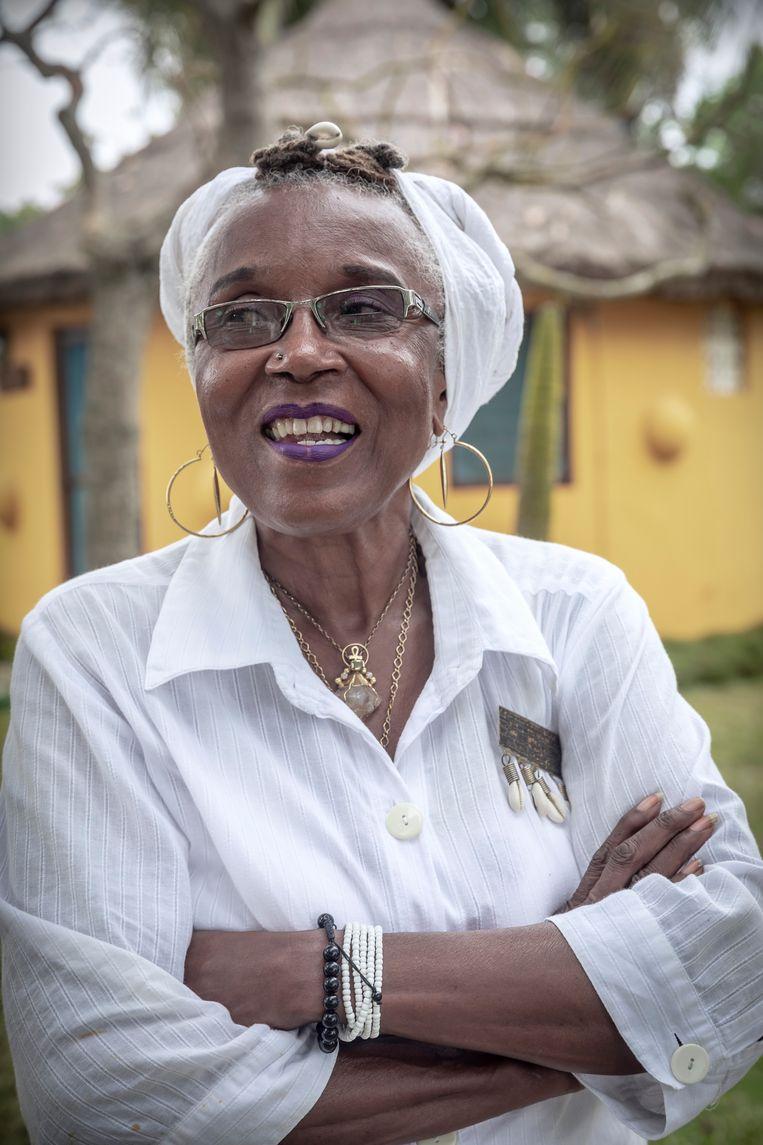 Imahküs Nzinga Okofu verhuisde dertig jaar geleden uit New York naar Ghana en bestiert daar nu het guesthouse One Afrika. 'Ik had genoeg van de Verenigde Staten. De segregatie en het racisme zullen er nooit verdwijnen.' Beeld Sven Torfinn