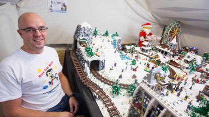 """Heersenaar (42) bouwt sprookjesachtig winterland met Lego: """"Ongeveer 60.000 steentjes verwerkt"""""""
