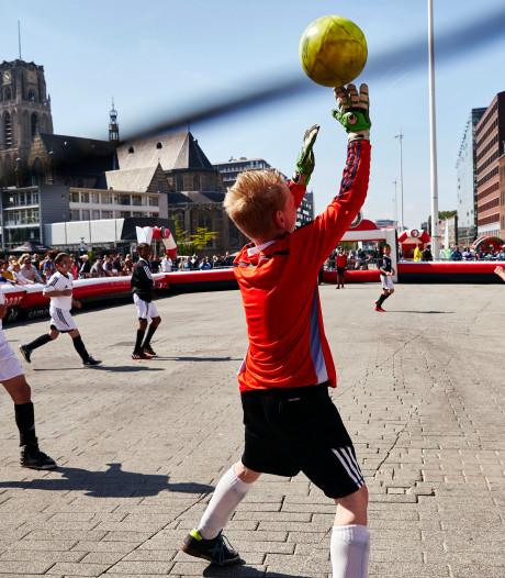 Welk team gaat er met de zilveren schaal van de Feyenoord Street League vandoor?