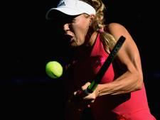 Wozniacki overklast Muguruza en bereikt finale in Tokio