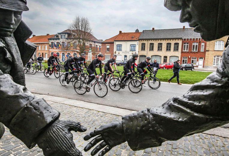 De Bosklappers reden al meteen een stukje van het parcours van de vernieuwde wielerroute 'Gent-Wevelgem in Flanders Fields'.